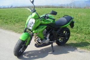 Kawasaki_ER-6n_green_2008